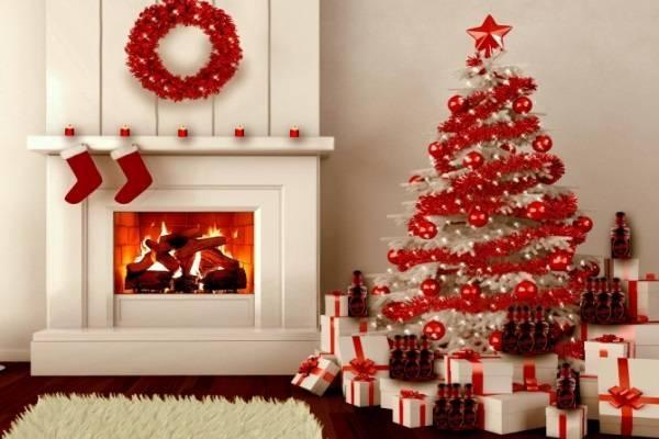 Trang trí thông Noel sáng tạo với màu đỏ.